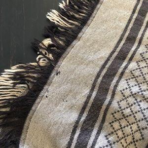 BEAUTIFUL GUCCI WRAP with fur trim